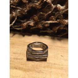 Ring met hoekvormen